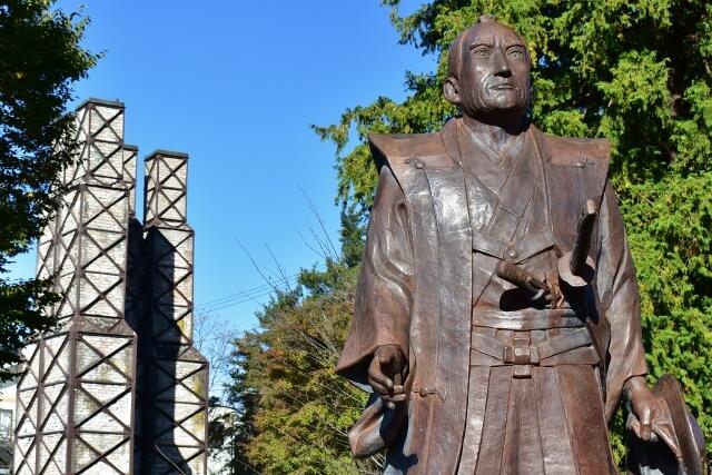 韮山反射炉と江川 英龍の銅像